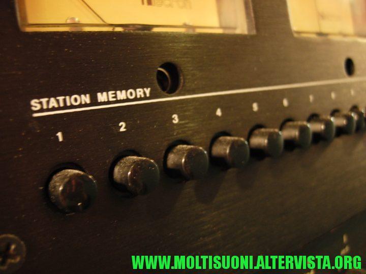"""Il volume per l ascolto """"monitor"""" in cuffia gestisce anche una coppia di  RCA posteriori  69d877a433ab"""